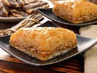 Новогодишна баклава с кексова плънка, грис и захарен сироп с лимонов сок